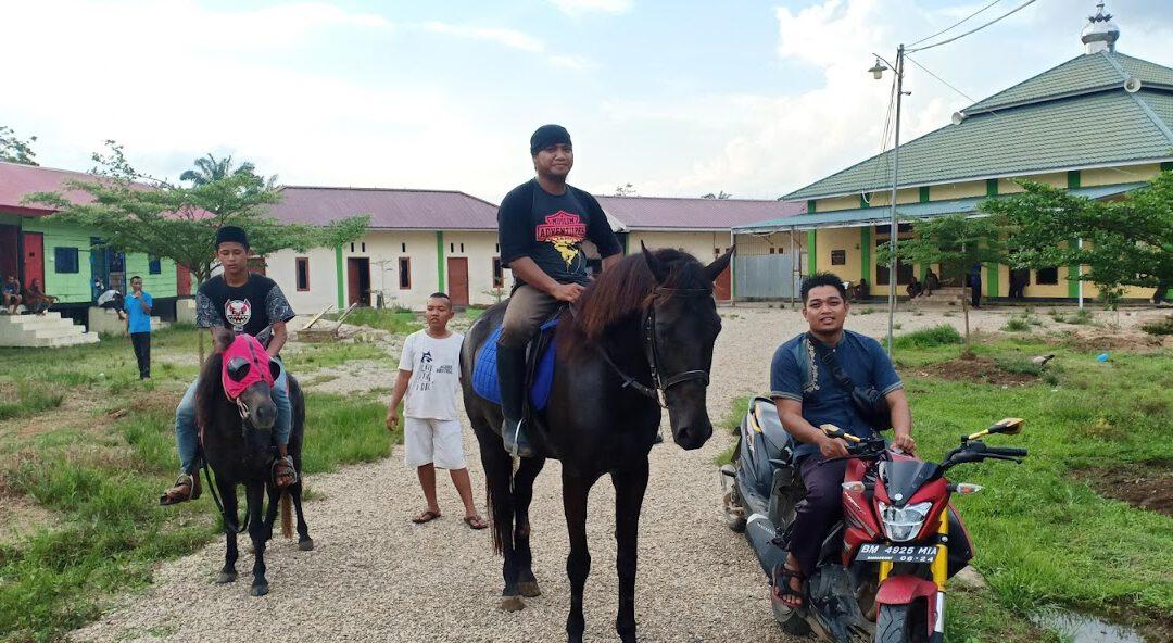 Kegiatan Rutin mingguan Satri rehabilitasi Qhi belajar berkuda